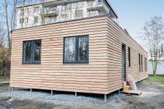 Probíhá montáž modulového domu v Praze