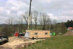 Právě stavíme letní chatu s výhledem na Krkonoše