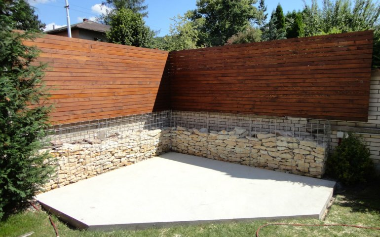 Dřevěná dělící stěna