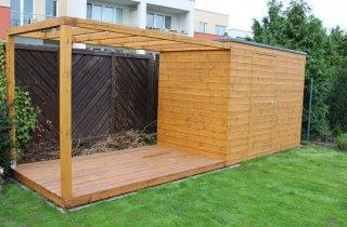 Moderní zahradní domek s pergolou