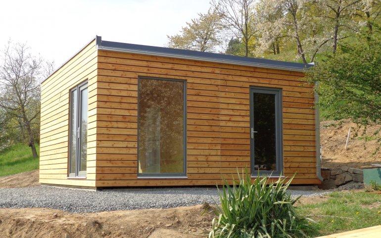 Dřevěný domek pro expozici medonosných rostlin v Botanické zahradě