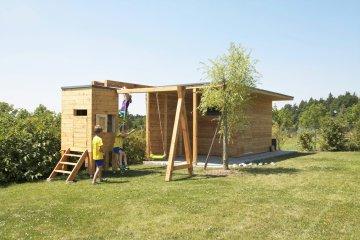 Dětské hřiště se zahradním domkem