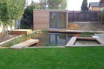 Moderní sauna NATURHOUSE W4x2,5 v moderní zahradě - Praha