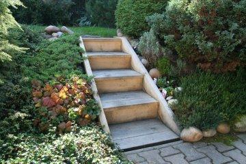 Dřevěné schody na zahradu - Plzeň